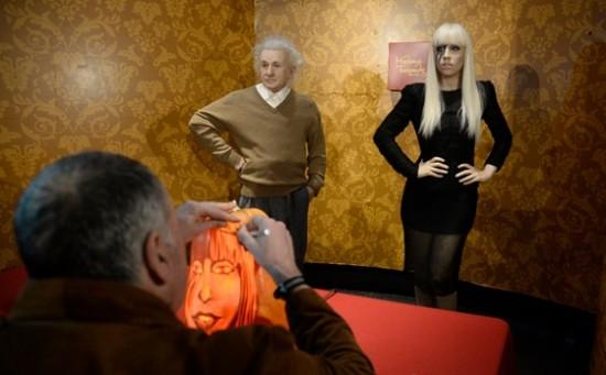Lady_Gaga_Albert_Einstein_pumpkin2410131